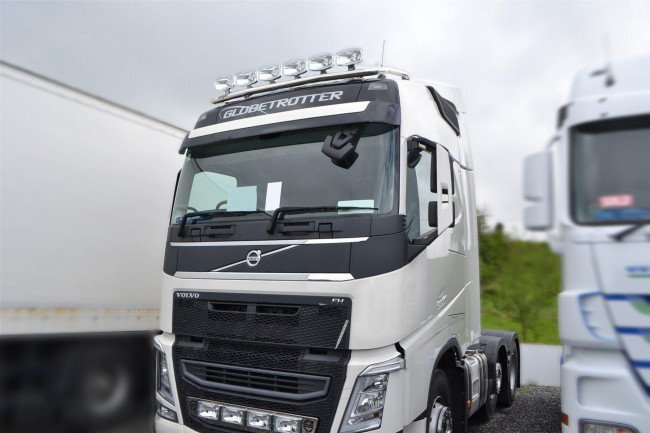 volvo intergrated and roof bar